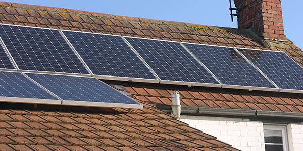 De werking van zonnepanelen op uw dak