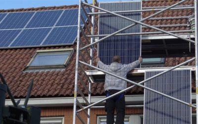 Zonnepanelen installeren: Zelf doen of laten doen?